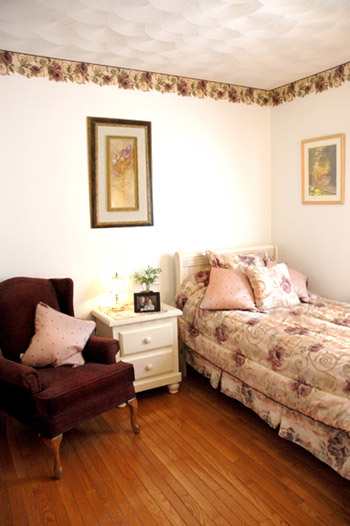 a nice senior bedroom at Darlington