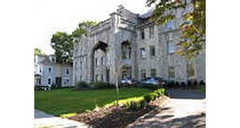 Roseville Manor is a gorgeous facility located in Newark that provides seniors with exceptional housing  and services