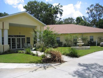 Royal Sun Park memory care is located in Tampa, Florida and offers a lovely and peaceful living space for seniors, in a 50 bed facility.
