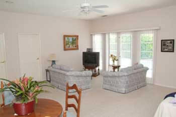 Shalev senior assisted living facility in sherman oaks for Live in caregiver room and board