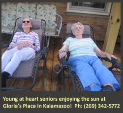 Seniors in Kalamazoo enjoying the sun